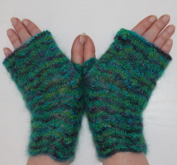 IMG 2710 600x558 - The Lace Knittery Lace Knit Fingerless Mitts PDF download