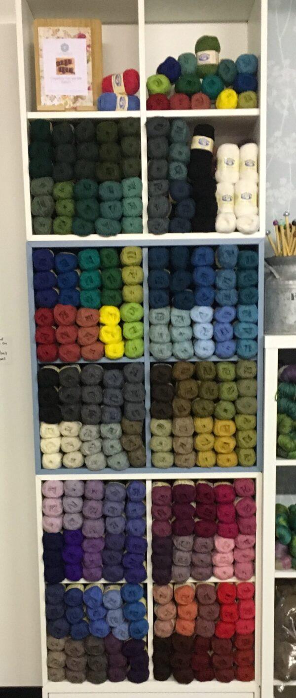 11FFB412 2FAE 4A56 AEB7 E13445F43013 600x1414 - Jamieson of Shetland Spindrift Yarn